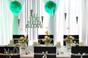 dekoracja stołu czerń i mięta