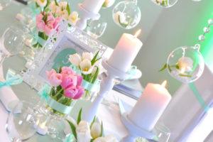 dekoracja stołu pastele, mięta